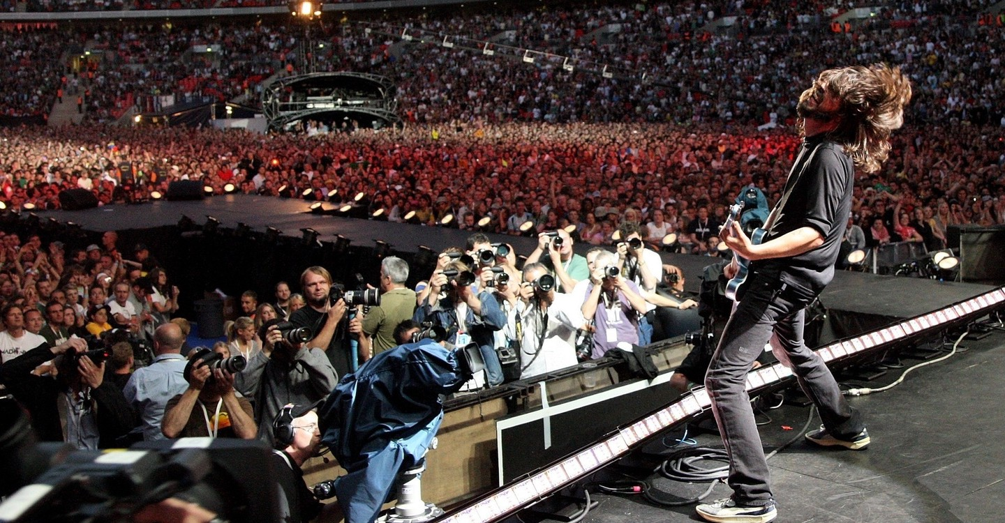 Foo Fighters: Live at Wembley Stadium backdrop 1